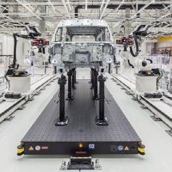 GOM-Dual-Robot-installation-at-VW